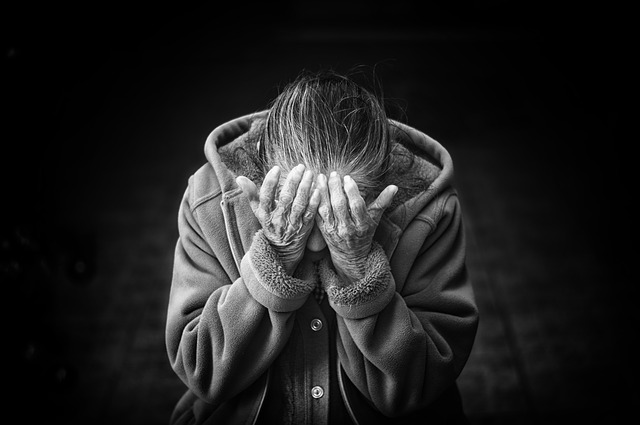 zoufalství stařenky