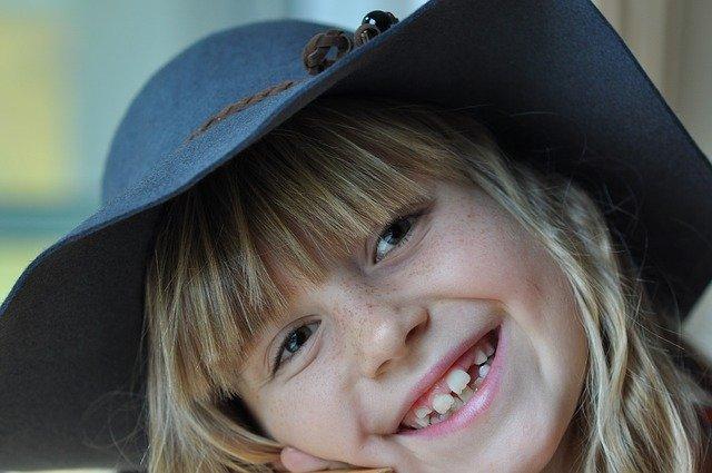 usměvavá holka