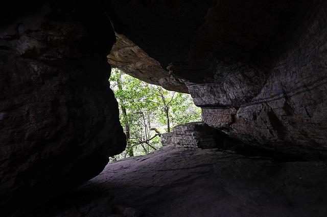 Pohled z nitra jeskyně